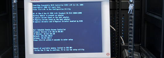 Dell PowerEdge 2600 booting up